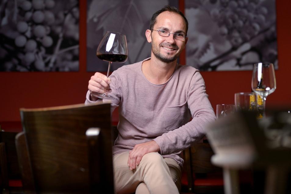 Sommelier Silvio Nitzsche von der Weinkulturbar ist ein echter Traubenkenner. Das bestätigte jetzt auch der Gault Millau.