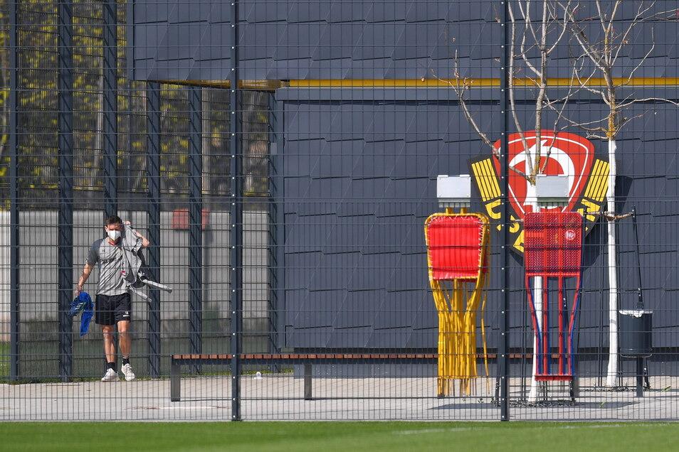 Zunächst einzeln und dann in Kleingruppen mussten die Dynamo-Profis trainieren - aber nach zwei Corona-Fällen im Team nur für drei Tage in Quarantäne.