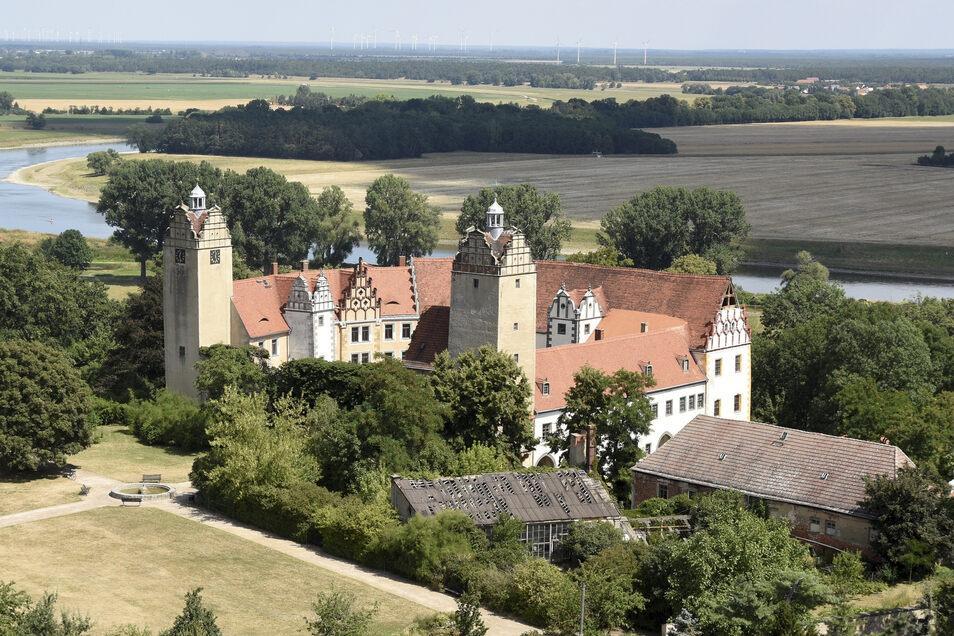 Der Nord- und Südturm des Strehlaer Schlosses werden bald für eine Sanierung eingerüstet werden.