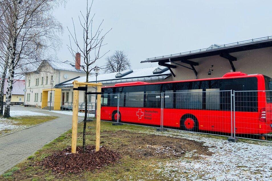 Seit Montag steht der Impfbus vor dem Kleinbahnhof in Wilsdruff.
