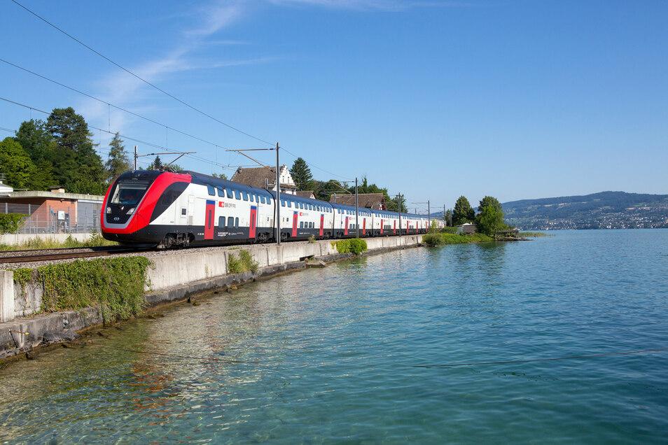 In der Schweizer Landschaft macht der neue Zug eine gute Figur