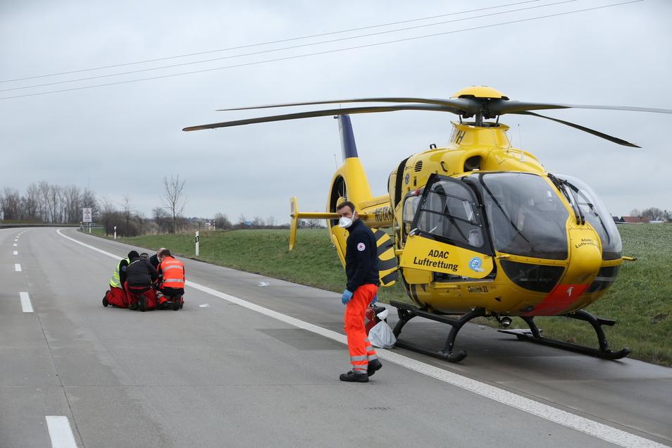 Ein Schwerverletzter musste in ein Krankenhaus gebracht werden.