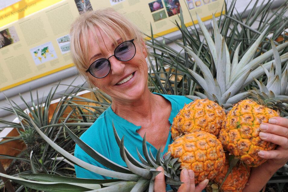 Wieslawa Kölzow, Leiterin der Schlossgärtnerei, ist für Blumen, Küchengärten und Ananaszucht zuständig.