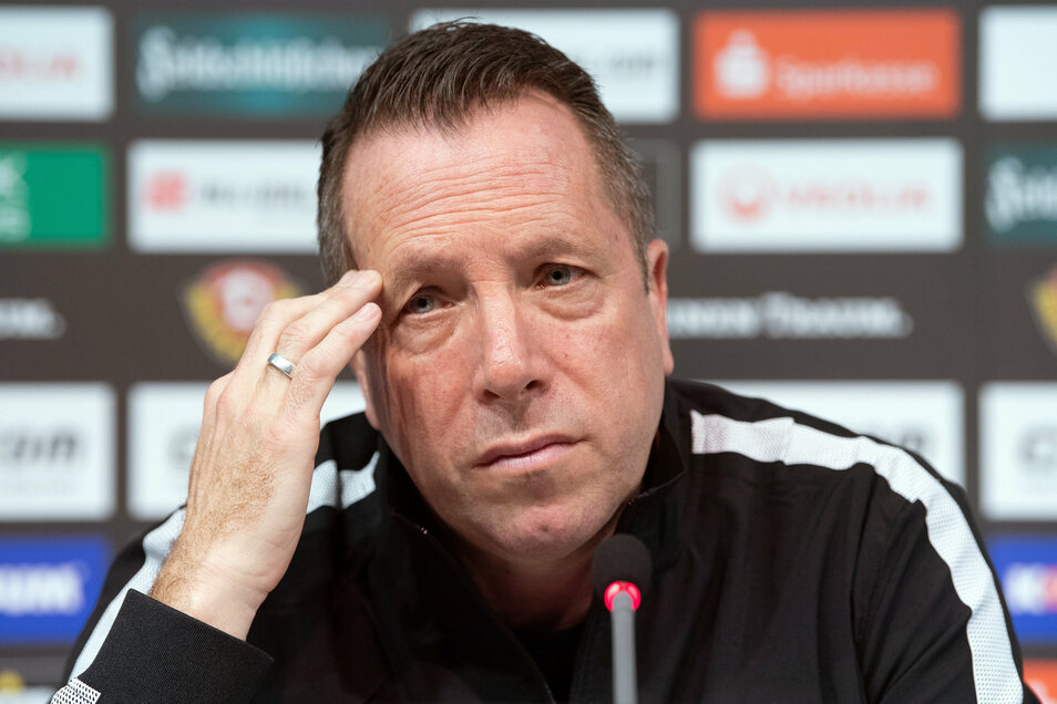 Er wirkt nachdenklich. Dynamos Trainer Markus Kauczinski beschäftigt allerdings nicht die Personaldebatte in der Führungsetage, er hat sportliche Sorgen.
