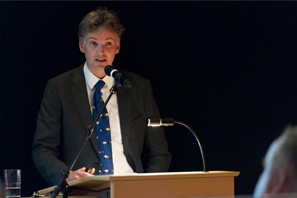Wollte in Weinböhla gern Fragen beantworten, bekam aber vor allem Statements zu politischen und juristischen Problemen zu hören: Verfassungsschutz-Präsident Gordian Meyer-Plath.