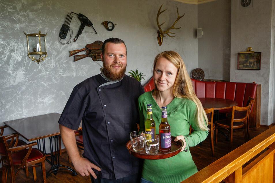 Im Jägerhof in Putzkau sind Martin und Cathleen Wunde gespannt, ob die Gäste wiederkommen. Ab Freitag haben sie geöffnet.