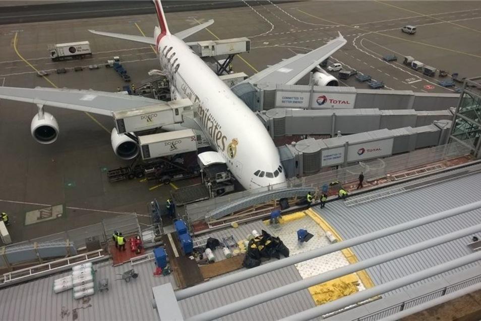 Bei laufendem Betrieb hat die Leutersdorfer Firma Werder Bedachungen auch das Dach des Terminals II am Frankfurter Flughafen neu gedeckt.