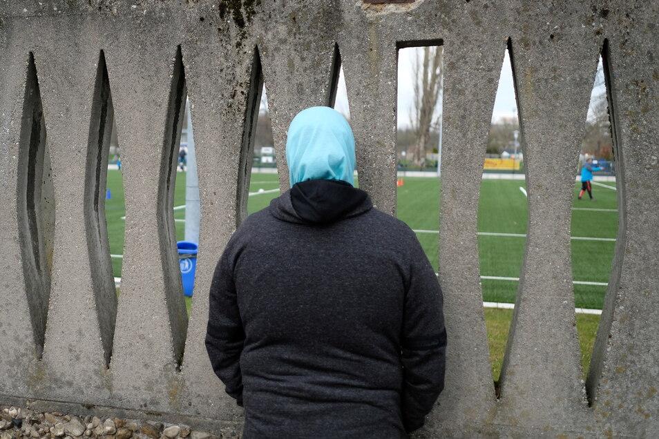 Nach einem jahrzehntelangen Streit um das Kopftuch von Musliminnen, einer Vielzahl von Ländergesetzen, die sich gegen Ketten mit Kreuzanhängern, die jüdische Kippa, de facto aber meist gegen das Kopftuch richteten, nun eine bundesweite Lex Kopftuch?