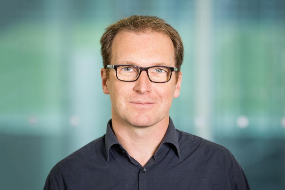 Prof. Dr. Axel Voigt, geboren 1971, ist seit 2007 Professor für Wissenschaftliches Rechnen und Angewandte Mathematik an der TU Dresden und derzeit Dekan der Fakultät Mathematik.
