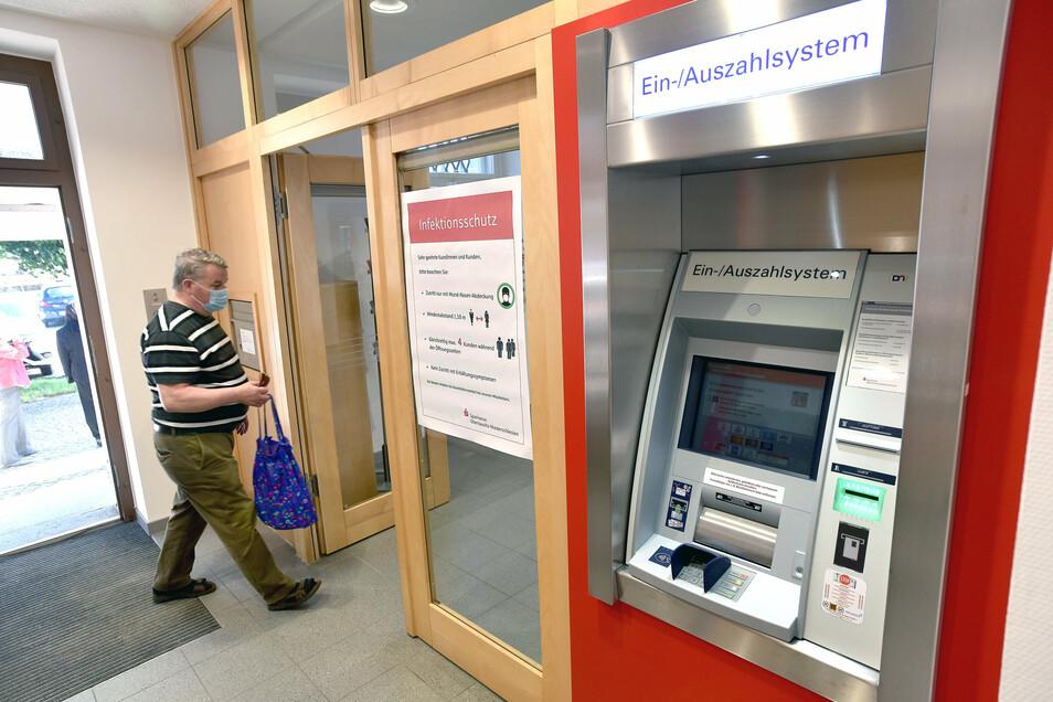 Die Ostritzer können am Geldautomaten jetzt nicht nur abheben, sondern auch einzahlen.