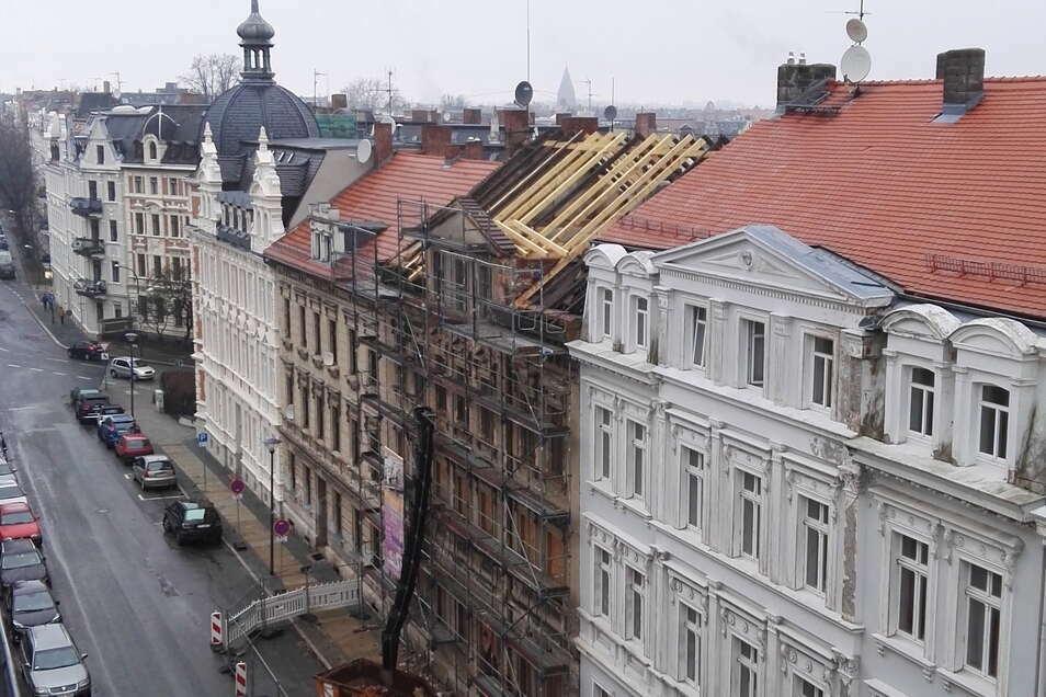 Die Stadt Görlitz hat das einsturzgefährdete Haus Bahnhofstraße 54 vor zwei Jahren notsichern lassen. Jetzt wurde es zwangsversteigert.