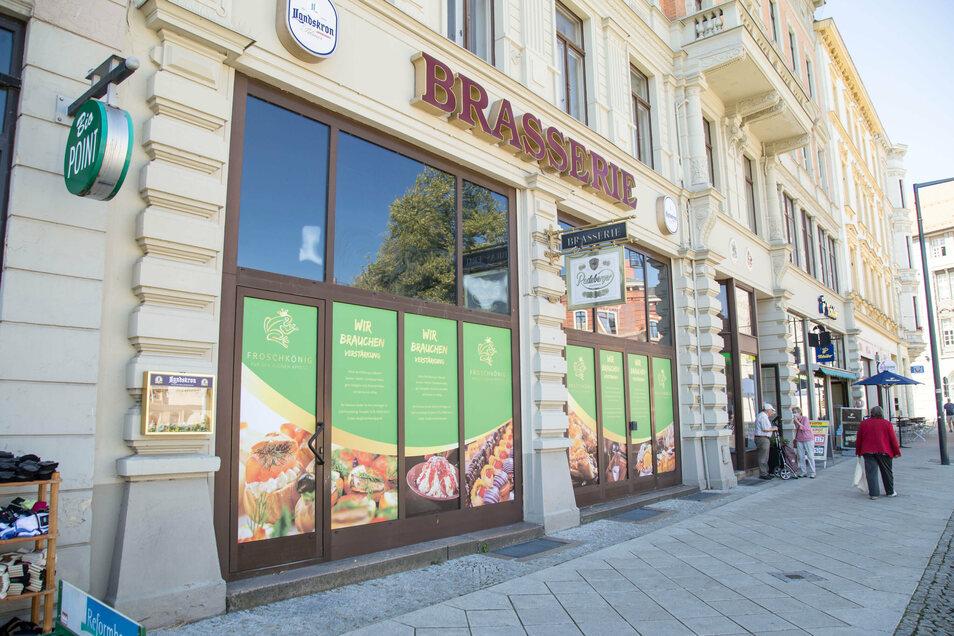 Die plötzlich grünen Schaufensterscheiben der ehemaligen Brasserie sind schon vielen Görlitzern aufgefallen.