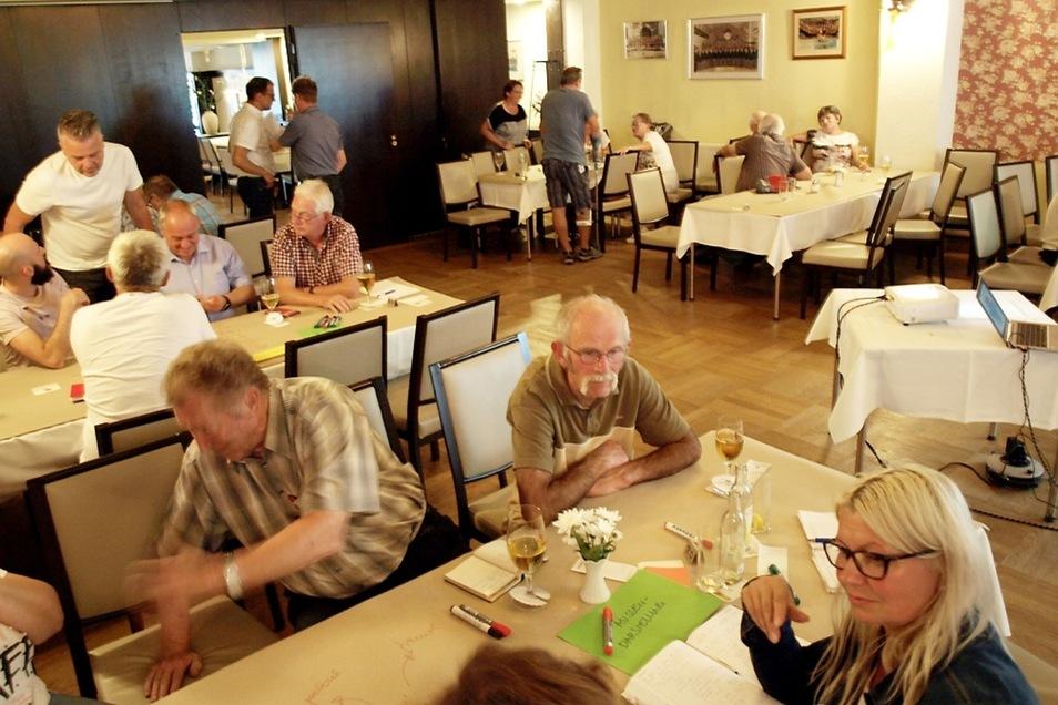 Rund 40 interessierte Bürger der Stadt und des Umlands sammelten in Arbeitsgruppen Ideen für die Entwicklung von Bad Muskau.