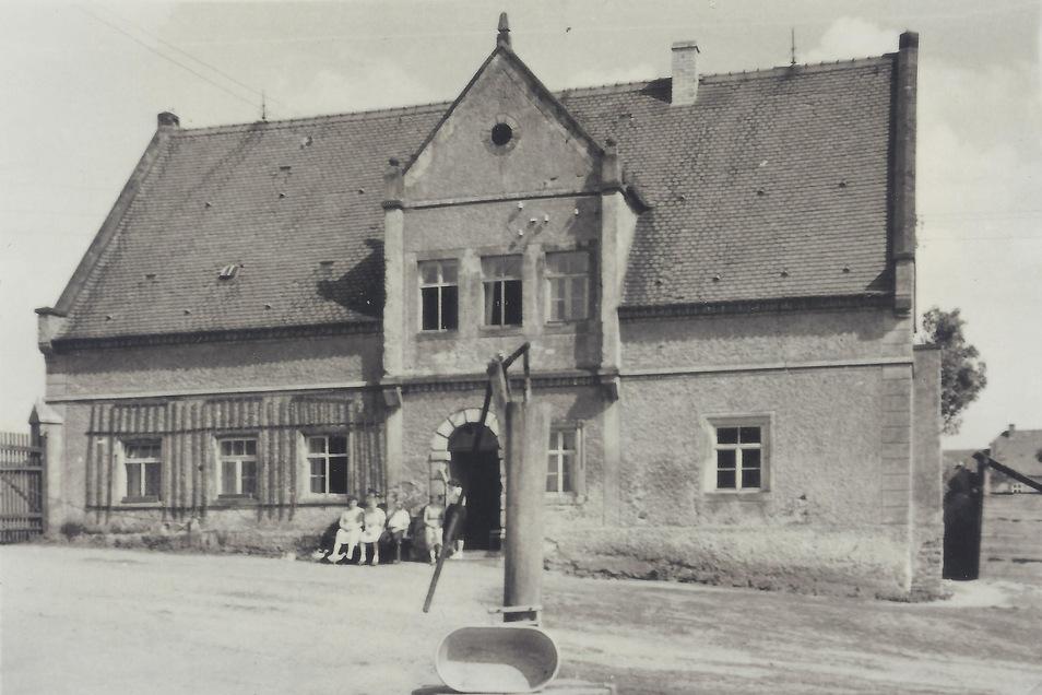 Das Foto vom topographischen Dienst Sachsen um 1910 zeigt den Dachreiter.