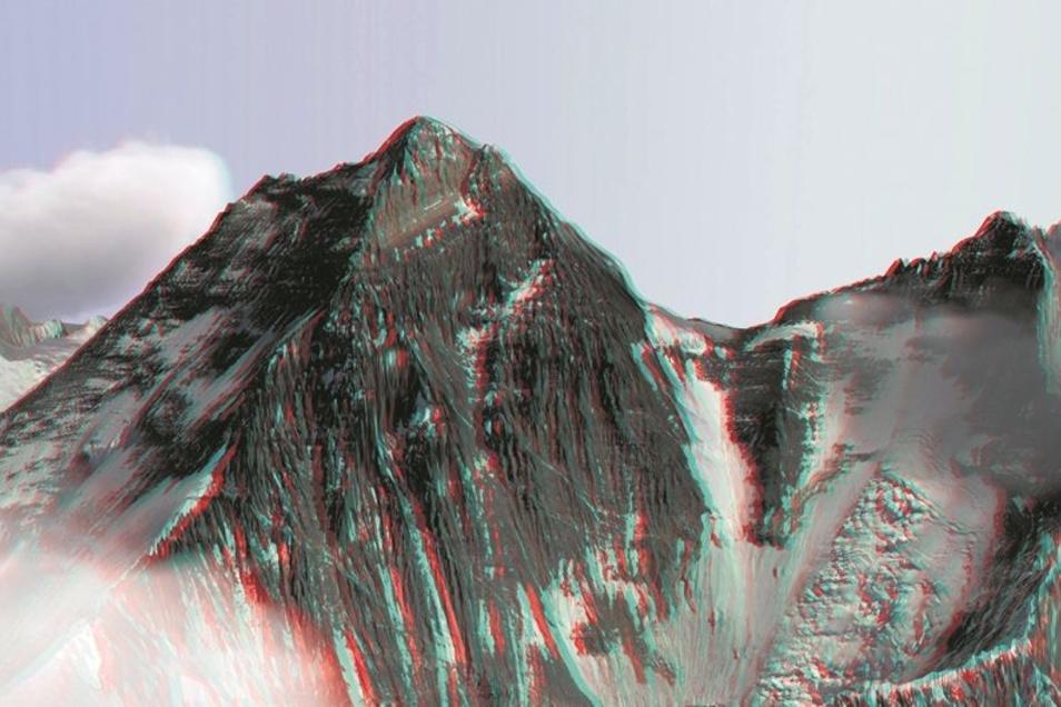 So sehen Nepalesen den Everest. Grundlage dieses 3D-Motivs sind mehrere Aufnahmen der Gipfelpyramide aus unterschiedlichen Perspektiven und Blickwinkeln sowie Satellitendaten. Die DLR-Software legte alle Daten so übereinander, dass das Modell eine Genauig