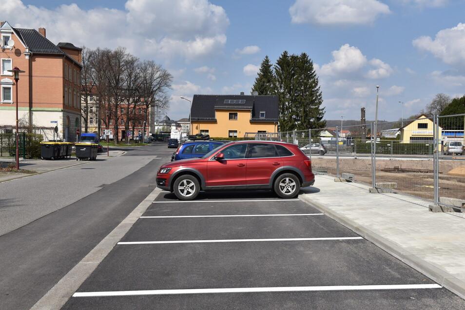 An der Hinterstraße wurden neue Parkplätze angelegt. Auch auf der Poisentalstraße entstehen zusätzliche Stellflächen.