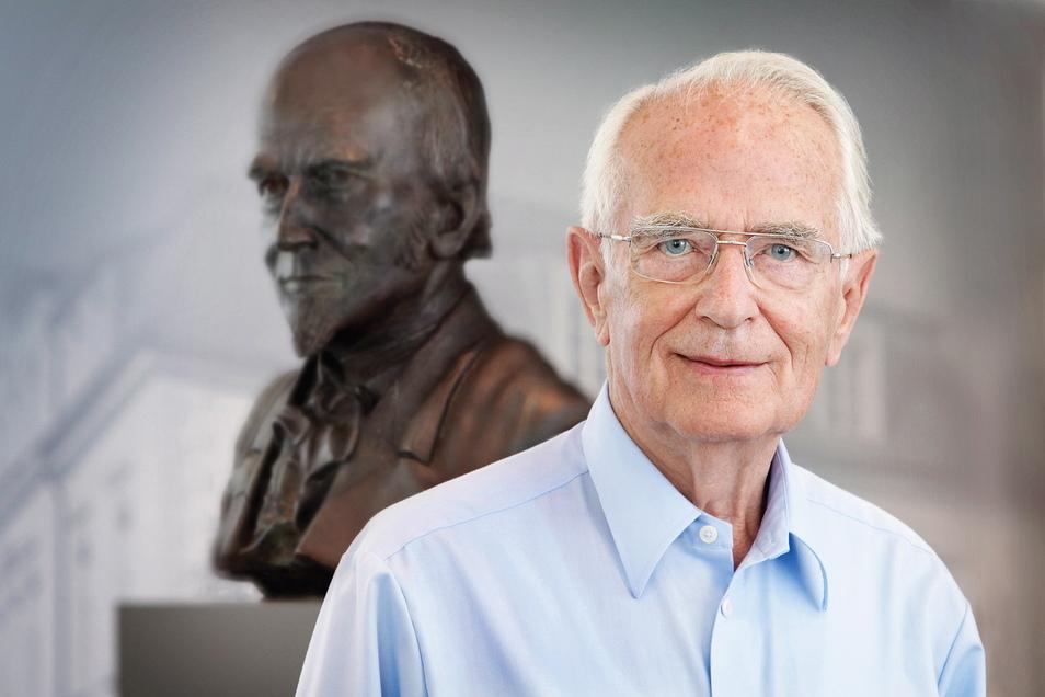 Die Familie Lange prägte die Entwicklung Glashüttes: Ferdinand Adolph Lange (hinten/1815-1875) gründete vor 175 Jahren die erste Uhrenmanufaktur, sein Urenkel Walter Lange (1924-2017) startete 1990 mit der Lange Uhren GmbH.