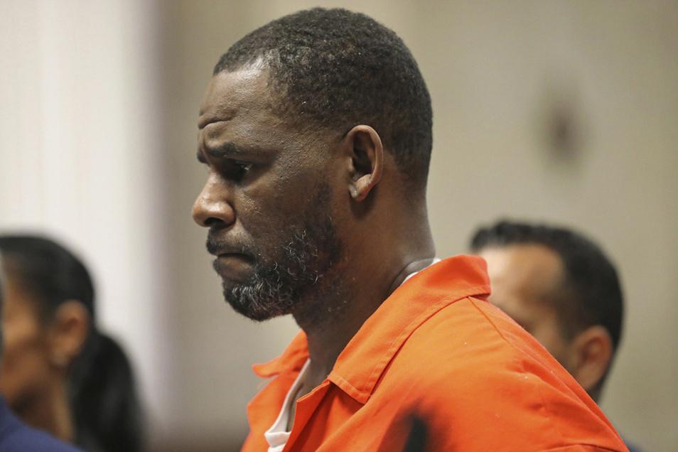 R. Kelly, Musiker aus den USA, kommt im September 2019 zu einer einer Anhörung im Leighton Criminal Court House.