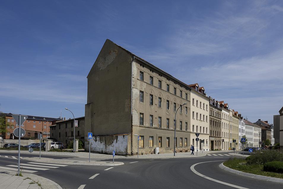Die Salomonstraße 20 steht direkt am neuen Kreisverkehr. Die privaten Bauherren wollen es zu einem Dienstleistungs- und Innovationszentrum umbauen, also einem Bürogebäude.