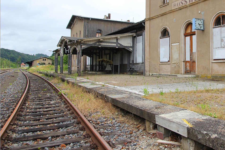 Der Bahnhof in Roßwein könnte schon bald wieder in Betrieb genommen werden, meint der Döbelner CDU-Politiker Rudolf Lehle.