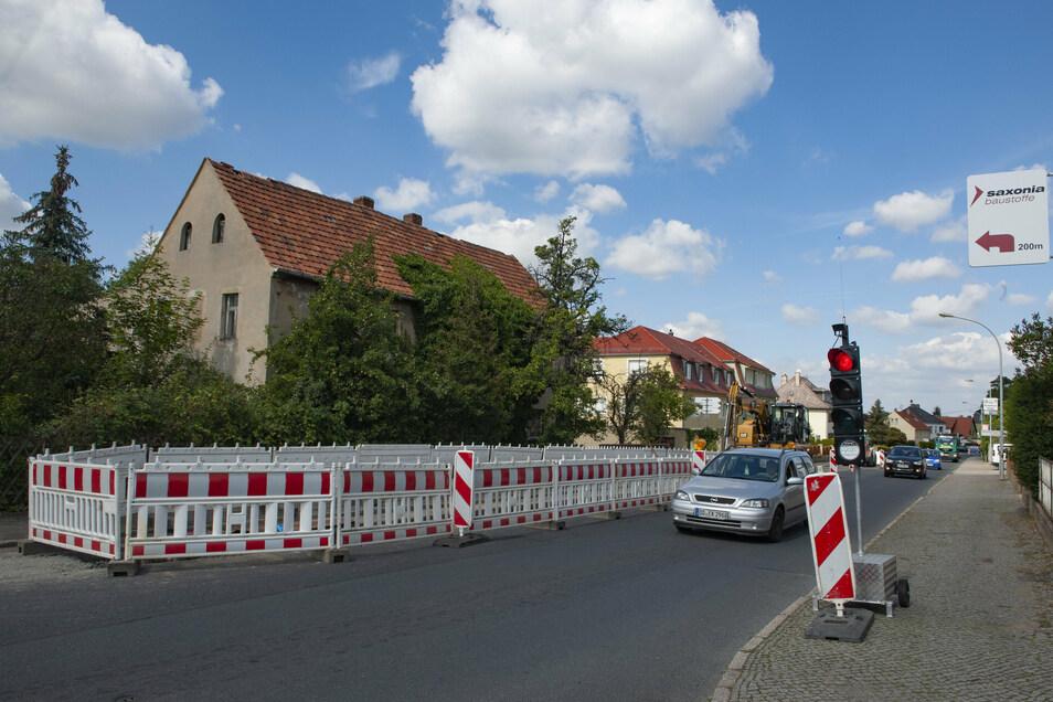 Seit Wochen eine Probe für das Nervenkostüm von Autofahrern und sicherlich auch Anwohnern: Die Baustelle Öhringer Straße in Großenhain.