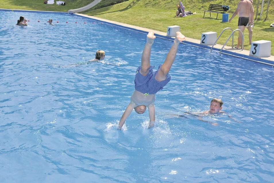 Das Freibad Lauenstein lädt bei 23 Grad Wassertemperatur zu einem Sprung ins kühle Nass ein. Am Mittwoch haben Kinder in Begleitung Erwachsener freien Eintritt.