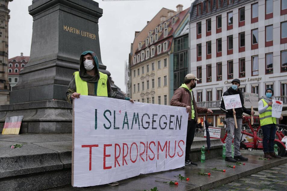 """Die Demo fand unter dem Motto """"Islam gegen Terrorismus"""" statt."""