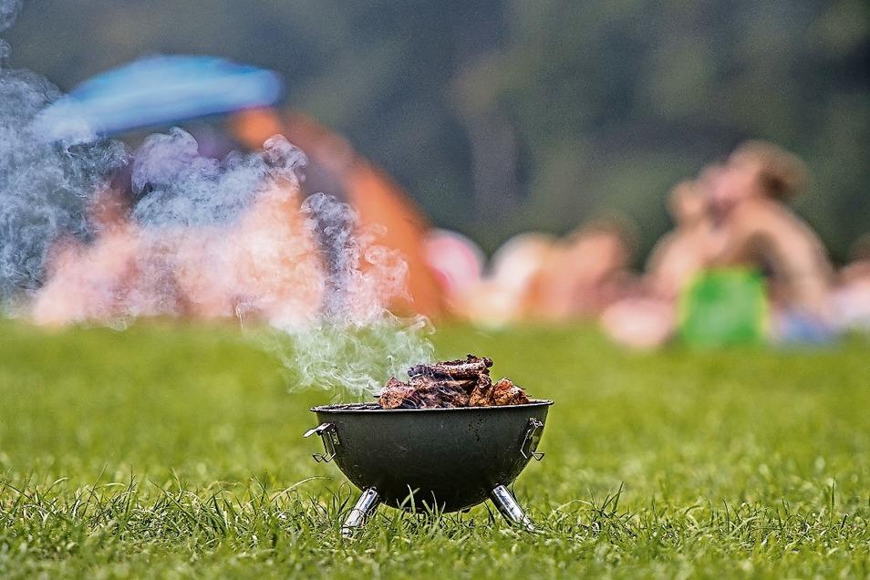 Zum Picknick den Grill anschmeißen, ist eine schöne Sache. Doch Vorsicht: Nicht überall ist das erlaubt. Jede Stadt macht ihre eigenen Regeln, wo gegrillt werden darf.