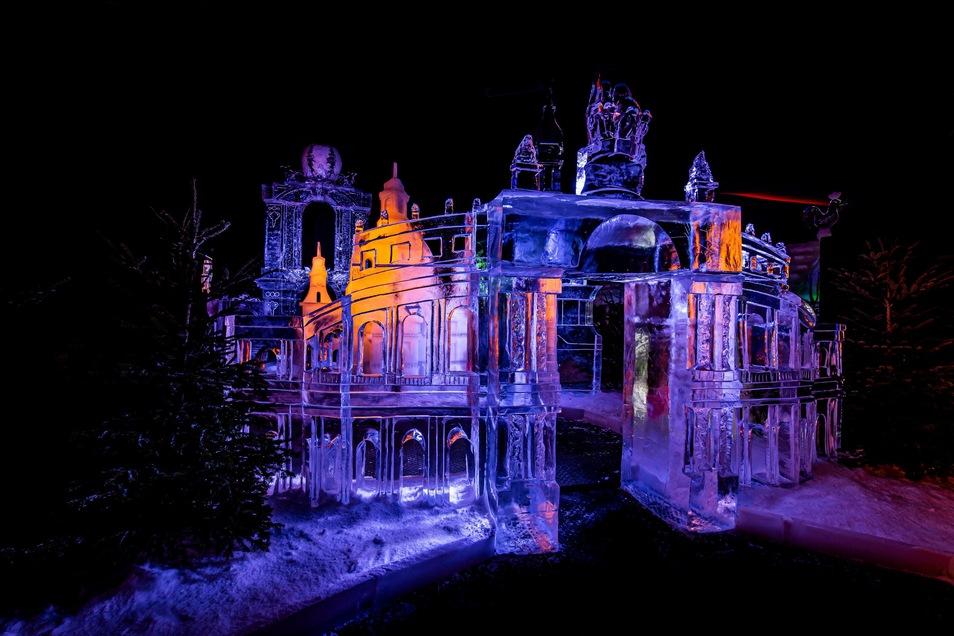 Profis aus aller Welt erschaffen Kunstwerke aus Eis.