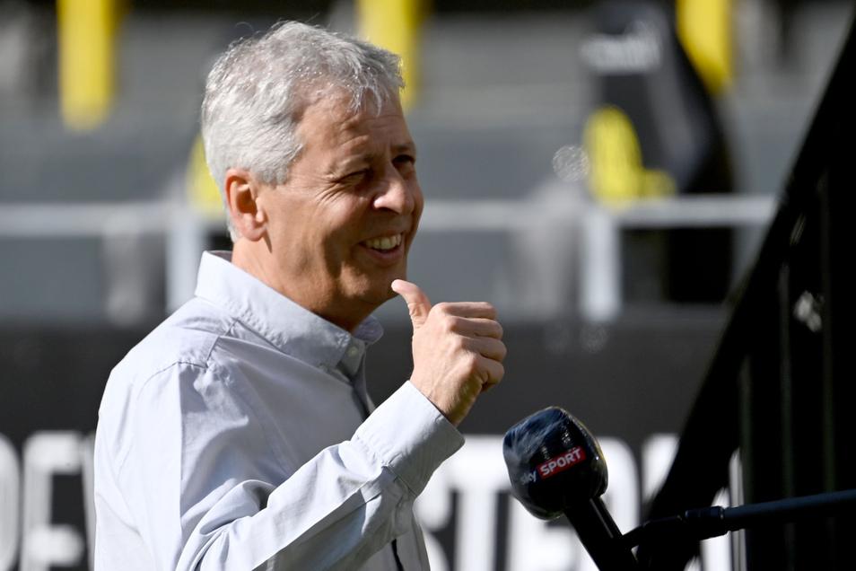 Daumen hoch: Lucien Favre bleibt laut Medienberichten BVB-Trainer.