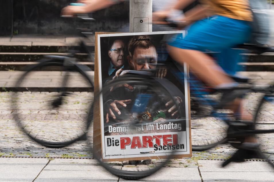 Die Partei will auch in Sachsens Landtag. Die Satiriker haben es immerhin in den Dresdner Stadtrat geschafft. 19 kleine und kleinste Parteien bewerben sich am 1. September um Sitze im Landesparlament.