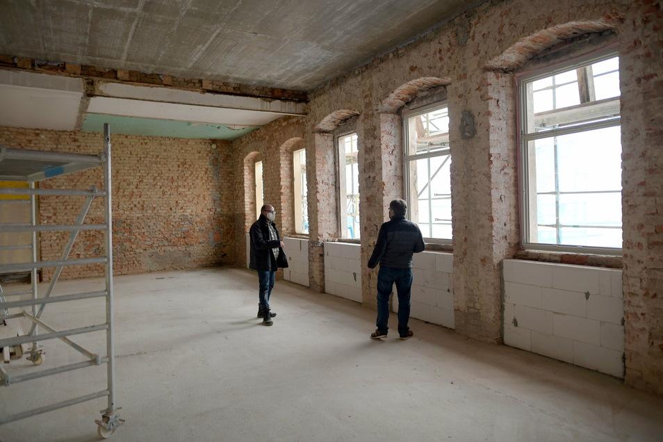 In den nächsten Tagen sollen im Seitengebäude neue Fenster eingebaut werden.