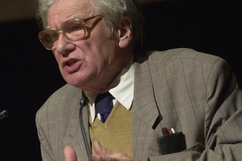 War sehr oft im Landkreis Meißen unterwegs und zu hören: Der sächsische Landeshistoriker Karlheinz Blaschke bei einem Besuch 2004 in Großenhain. Am 25. Dezember ist er verstorben.