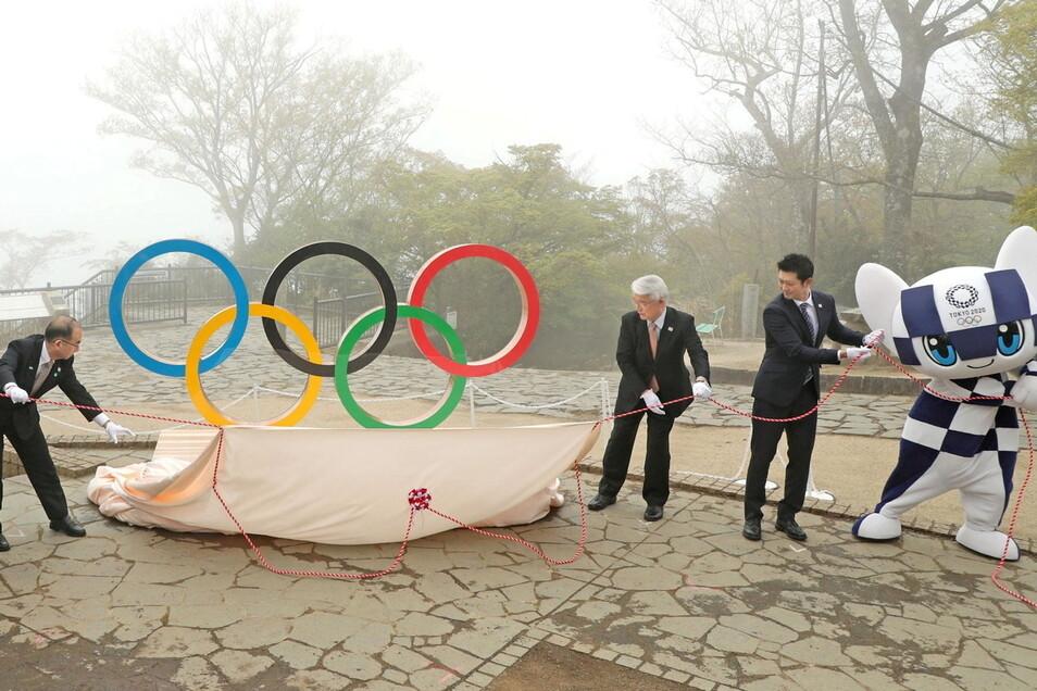 Die Olympia-Vorfreude wollen sich zumindest die Organisatoren nicht nehmen lassen. Eine Installation der Olympischen Ringe wird 100 Tage vor den Spielen in Tokio auf dem Gipfel des Mt. Takao enthüllt.