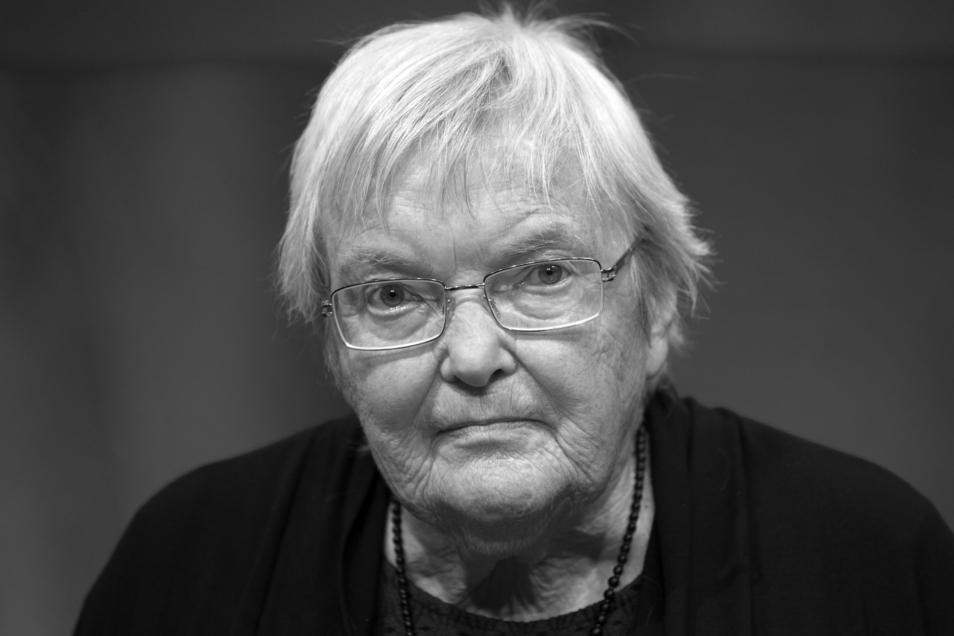 Die Autorin Gudrun Pausewang bei der Verleihung des Deutschen Jugendliteraturpreises 2017 auf der Frankfurter Buchmesse. Jetzt ist sie gestorben.