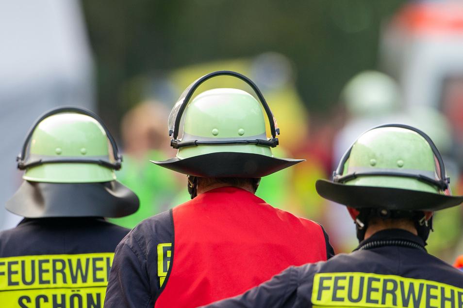 Feuerwehrleute müssen sich ständig ausbilden, damit alles im Ernstfall klappt.
