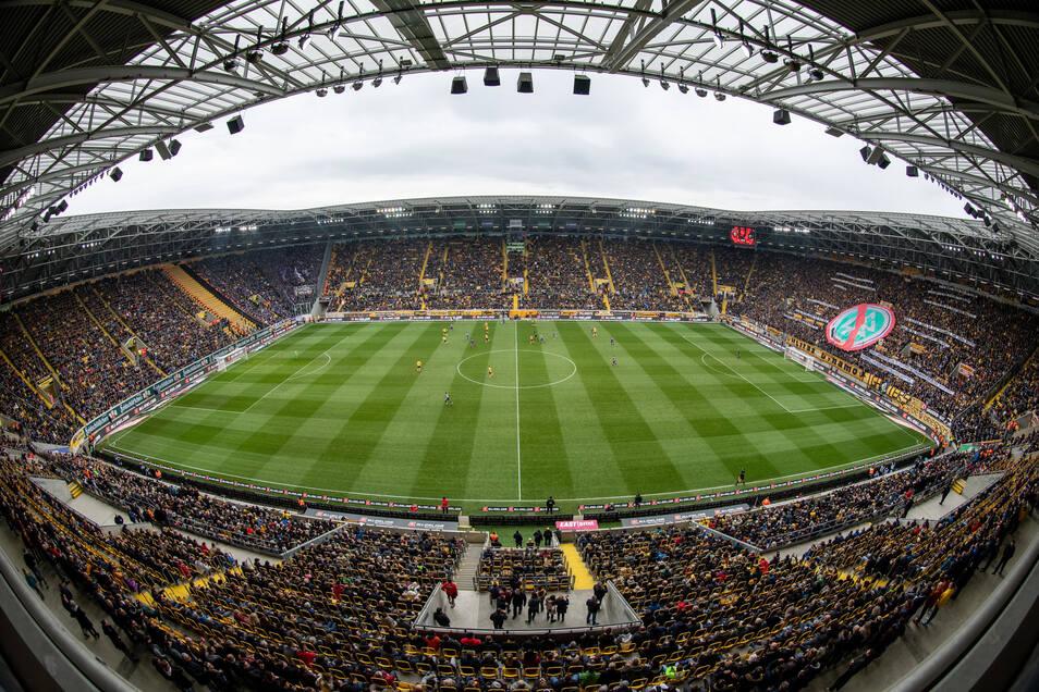Am 8. März 2020 war das Dresdner Rudolf-Harbig-Stadion zum bislang letzten Mal ausverkauft, Dynamo gewann das Sachsenderby gegen Erzgebirge Aue mit 2:1.