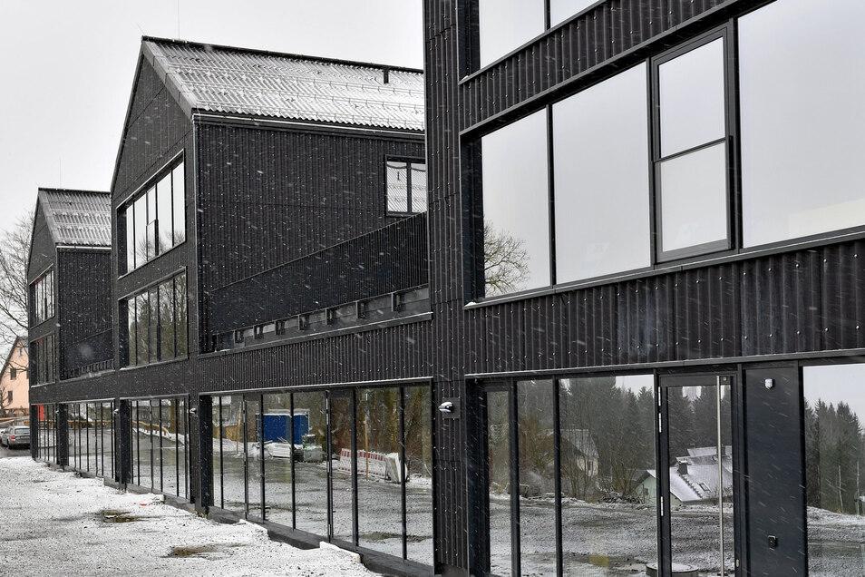 Blick auf die neue Jugendherberge in Schöneck. Der Neubau mit 40 Zimmern und 136 Betten besteht aus drei Häusern, die miteinander verbunden sind.