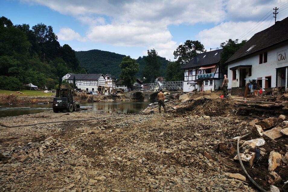 Auch eine reichliche Woche nach der verheerenden Flut ist kein Ende der Aufräumarbeiten in Sicht. Foto: THW Döbeln