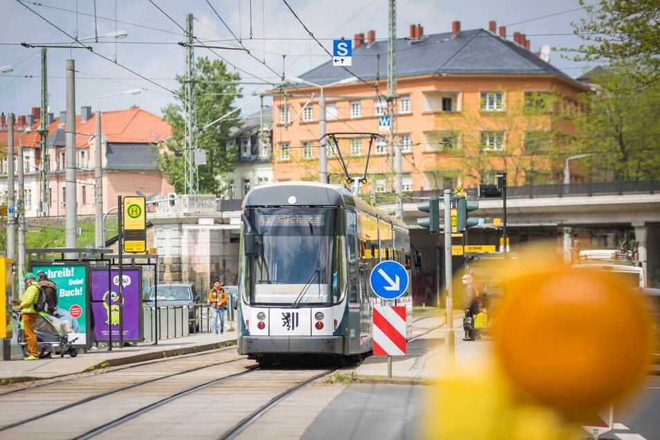 Eine von vielen Baustellen befindet sich in den Ferien auf der Großenhainer Straße. Deshalb gilt ab der Haltestelle Liststraße eine Linienänderung.