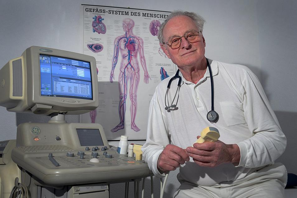 Die personifizierte Lösung gegen den Ärztemangel: Auch mit 82 Jahren denkt der Döbelner Allgemeinmediziner Dr. Hartwig Bach noch nicht wirklich ans Aufhören.