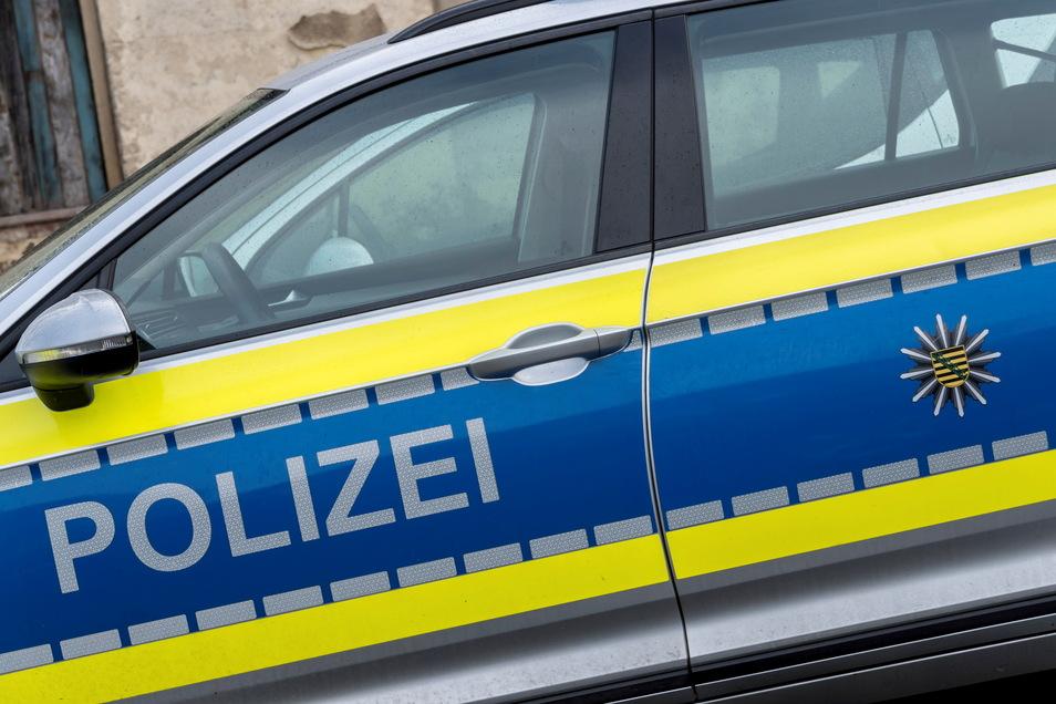 Die Polizei sucht Zeugen für einen Unfall in Nossen.