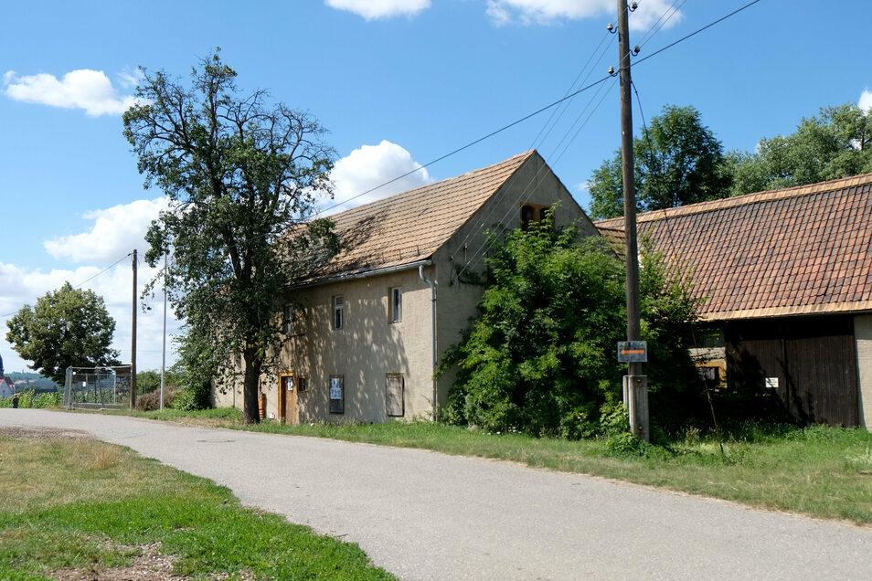 Sollen ersetzt werden: Die Gebäude auf dem Proschwitzer Mühlenareal könnten bald Platz machen für ein Gästehaus, welches sich der dörflichen Architektur anpasst. Ein Luftschloss ist nicht geplant.