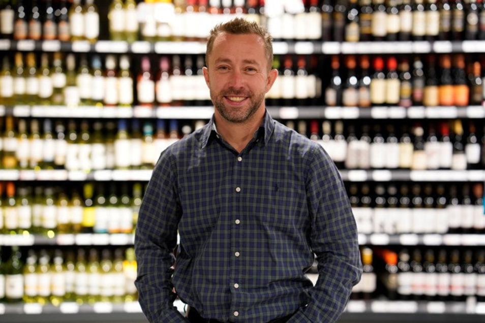 John Scheller liefert über seinen Dresdner Edeka-Markt die Lebensmittel für das SZ-Hilfspaket.