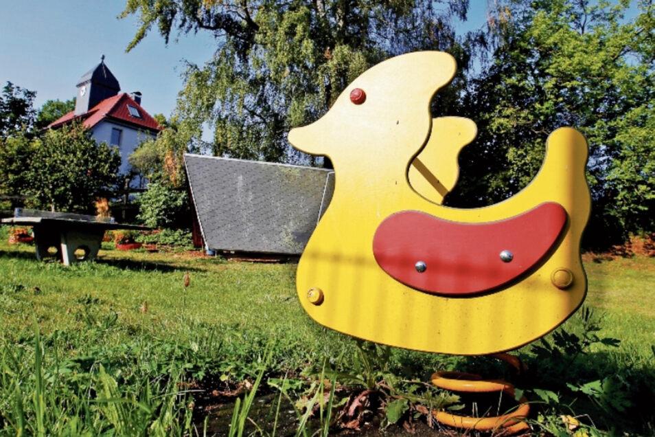 Der kleine Spielplatz im Großnaundorfer Ortsteil Mittelbach soll möglicherweise bebaut werden. In der Ortschaft regte sich Protest gegen den Plan. Die Entscheidung liegt letztlich beim Gemeinderat.