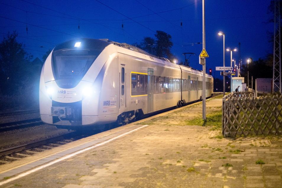 Die Mitteldeutsche Regionalbahn (MRB) verbindet auch am späten Abend noch Gröditz (Foto) mit Riesa und Chemnitz. Auf der Strecke gibt es nun wieder Bauarbeiten.