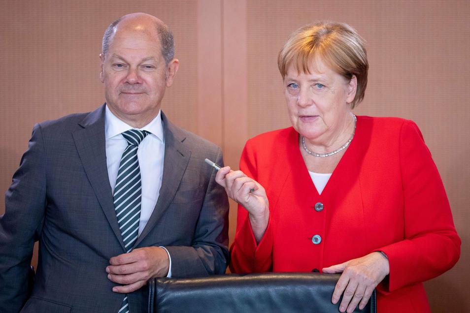 Ein Bild aus Vor-Corona-Zeiten: Angela Merkel (CDU) und Olaf Scholz (SPD) zu Beginn einer Sitzung. Die schwarz-rote Bundesregierung erfährt derzeit viel Zustimmung.