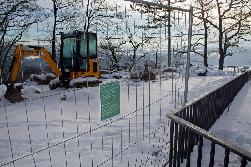 Auf der Bastei wird gebaggert. Bis Ende 2022 soll eine schwebende Aussicht entstehen.