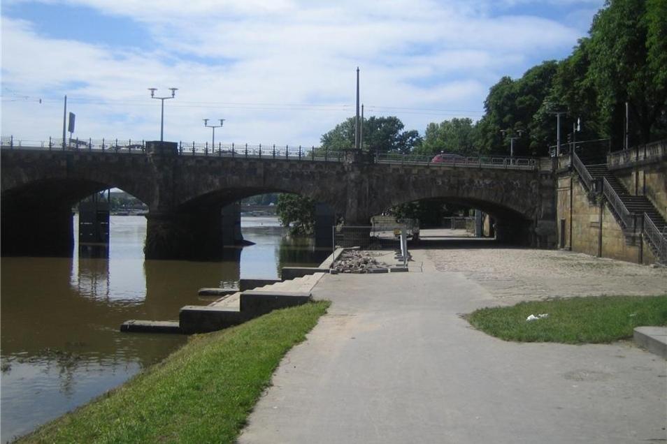 Auch unter der Albertbrücke kann noch hindurchgefahren werden.