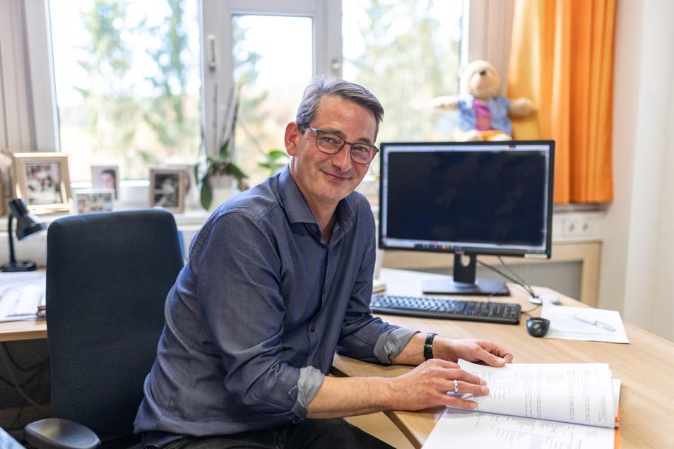 Nils Holert arbeitet am Epilepsiezentrum in Kleinwachau. Der Facharzt ist dort insbesondere für Kinder und Jugendliche zuständig, die an epileptischen Anfällen leiden.